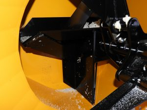 Sturdy throwing impeller